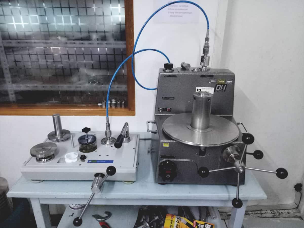 Proses kalibrasi pada Lab Tekanan
