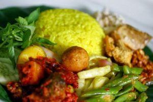 resep-nasi-kuning-komplit