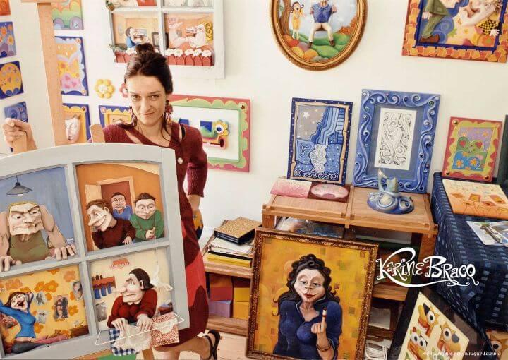 Karine Bracq, artiste plasticienne spécialisée dans les créations en carton pâte dans son atelier d'artiste à Gravelines, entre Calais et Dunkerque.