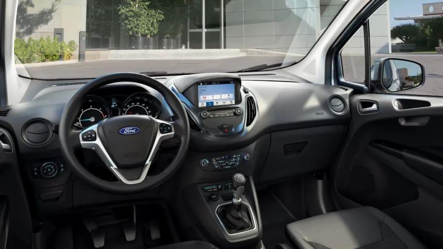 Ford Transit Courier SYNC 3 og cockpit