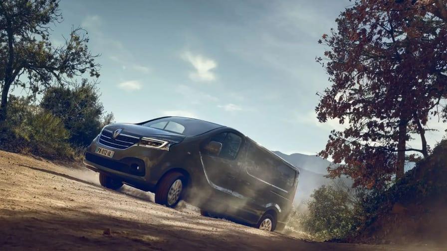 Renault Trafic kører