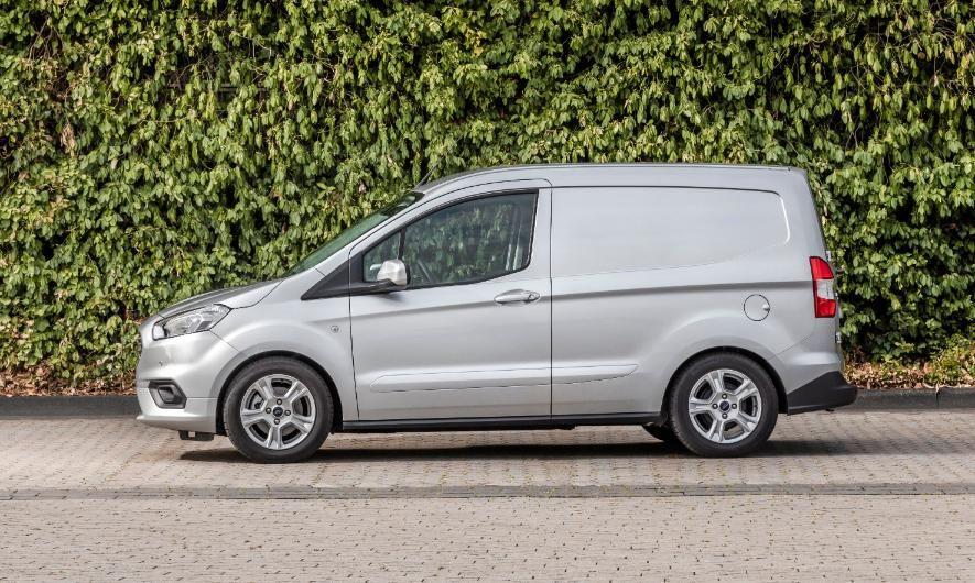 Ford Transit Courier Limited holder til side