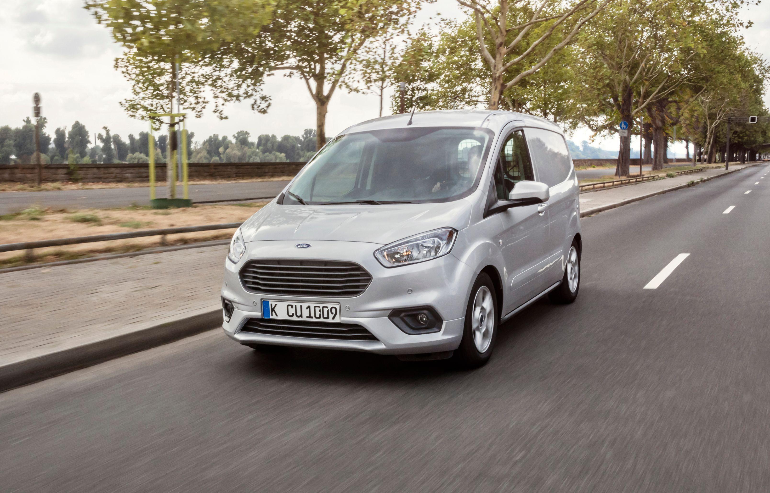 Ford Transit Courier Limited i sølv