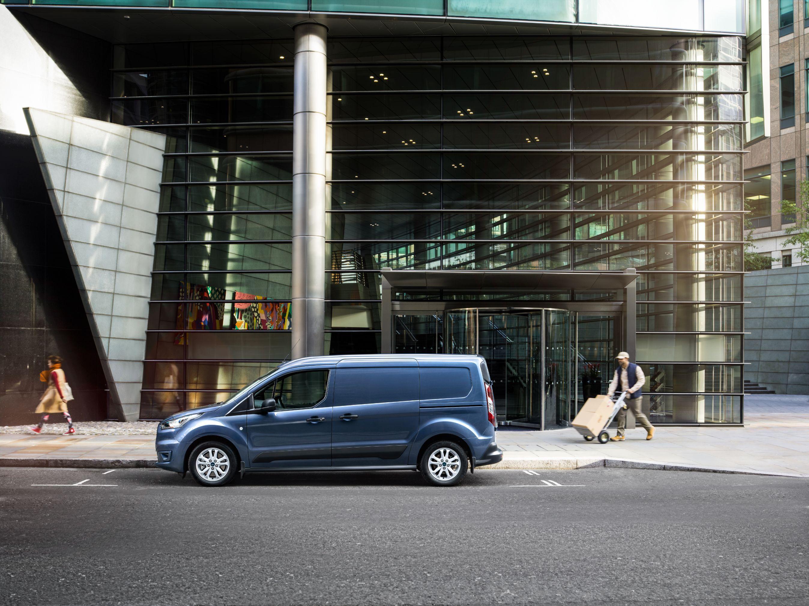 Ford Connect Trend Holder parkeret