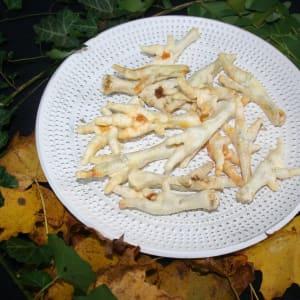 Hühnerkralle weiß gepufft