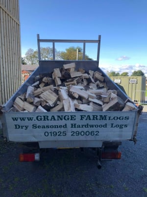 2 Builders Bags Of Seasoned Kiln Dried Hardwood Logs