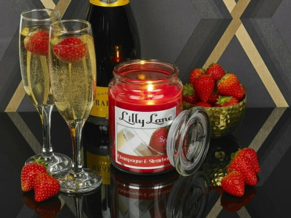 Lilly Lane Champagne & Strawberry 18oz Candle