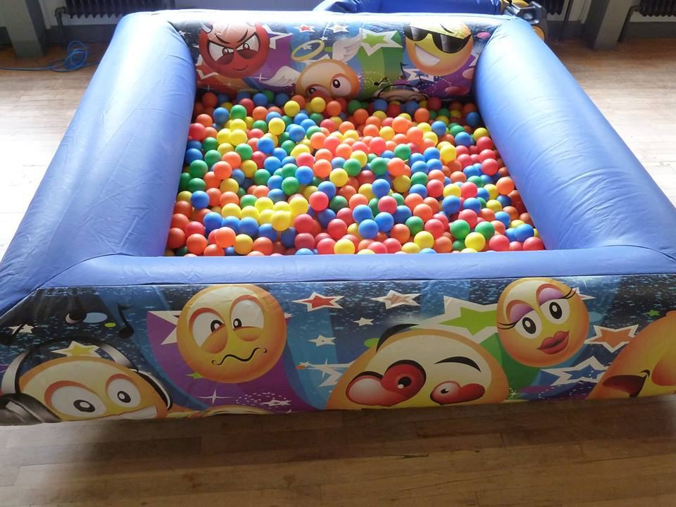 Emoji Ball Pool