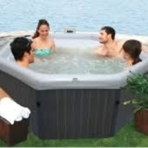 4 Person Solid Wall Spa
