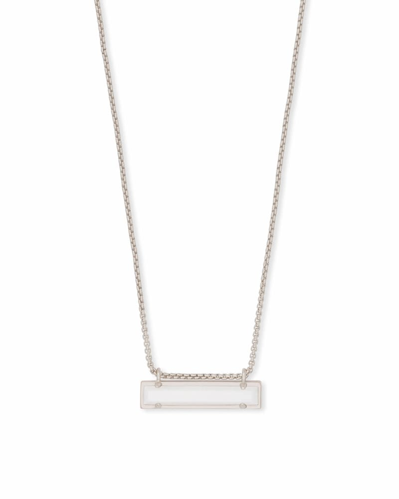 Leanor Pendant Necklace in Silver