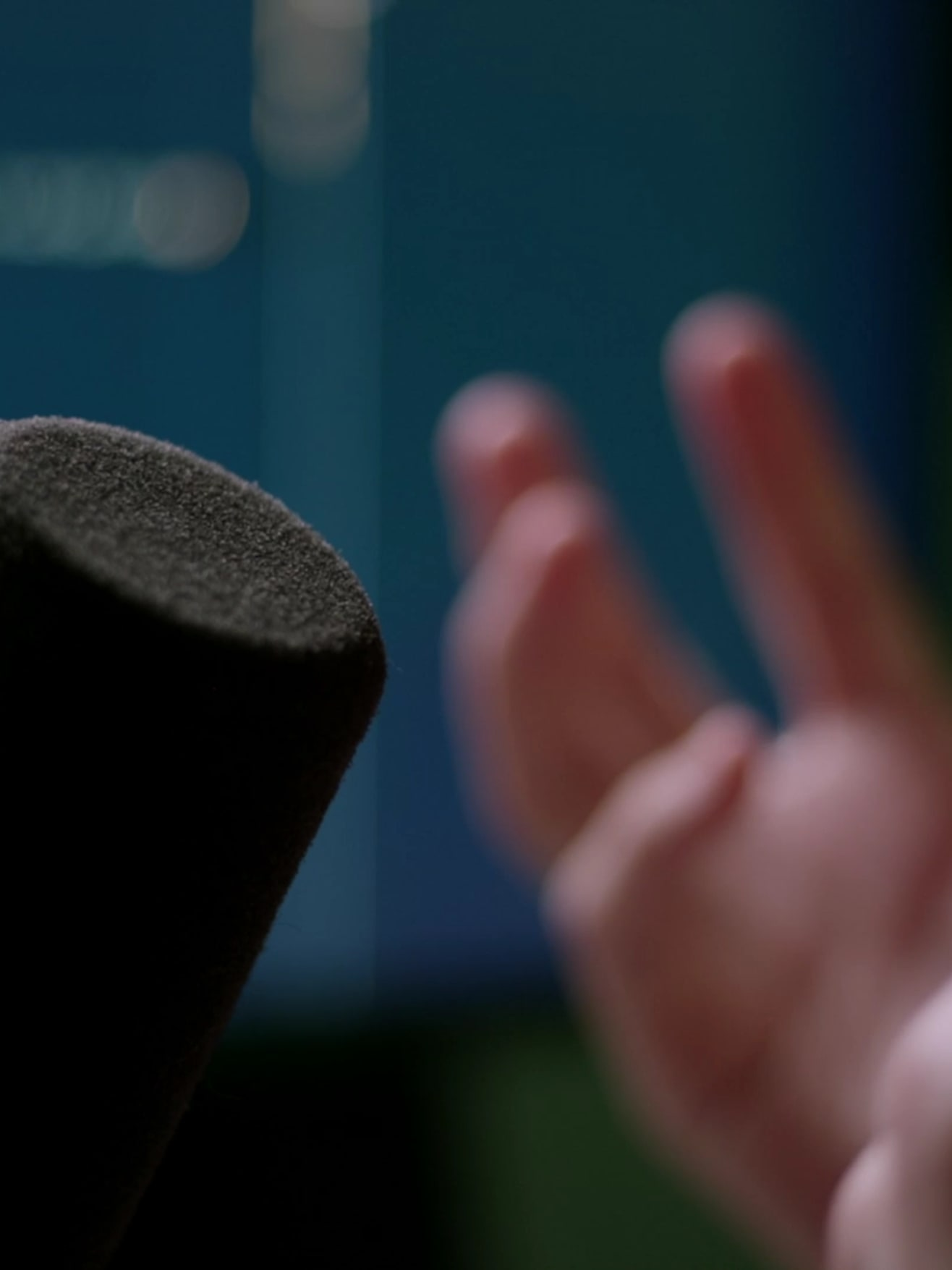 A microphone and hands