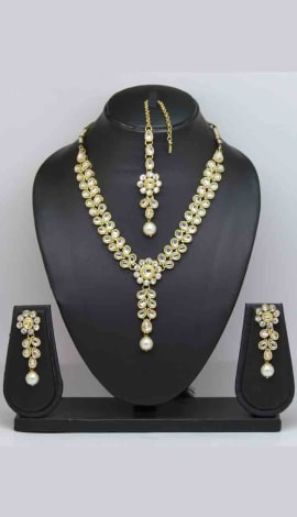 White Stone And Pearl Jewellery