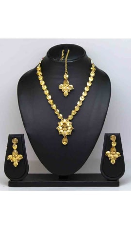 Gold Stone And Gold Finishing Jewellery
