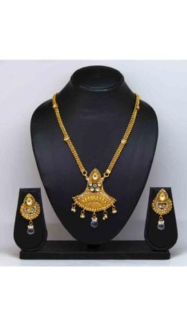 Glod Pearl And Gold Finishing Jewellery