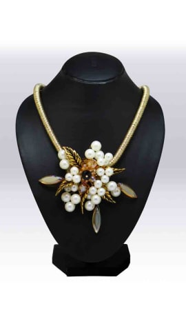 White & Golden Beeds And Stone Jewellery