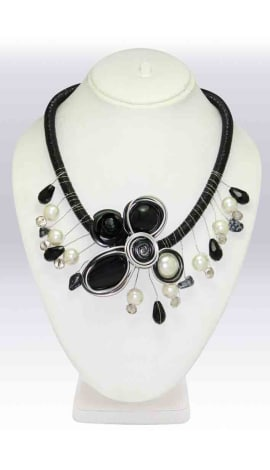 White & Black Pearl And Beeds Jewellery