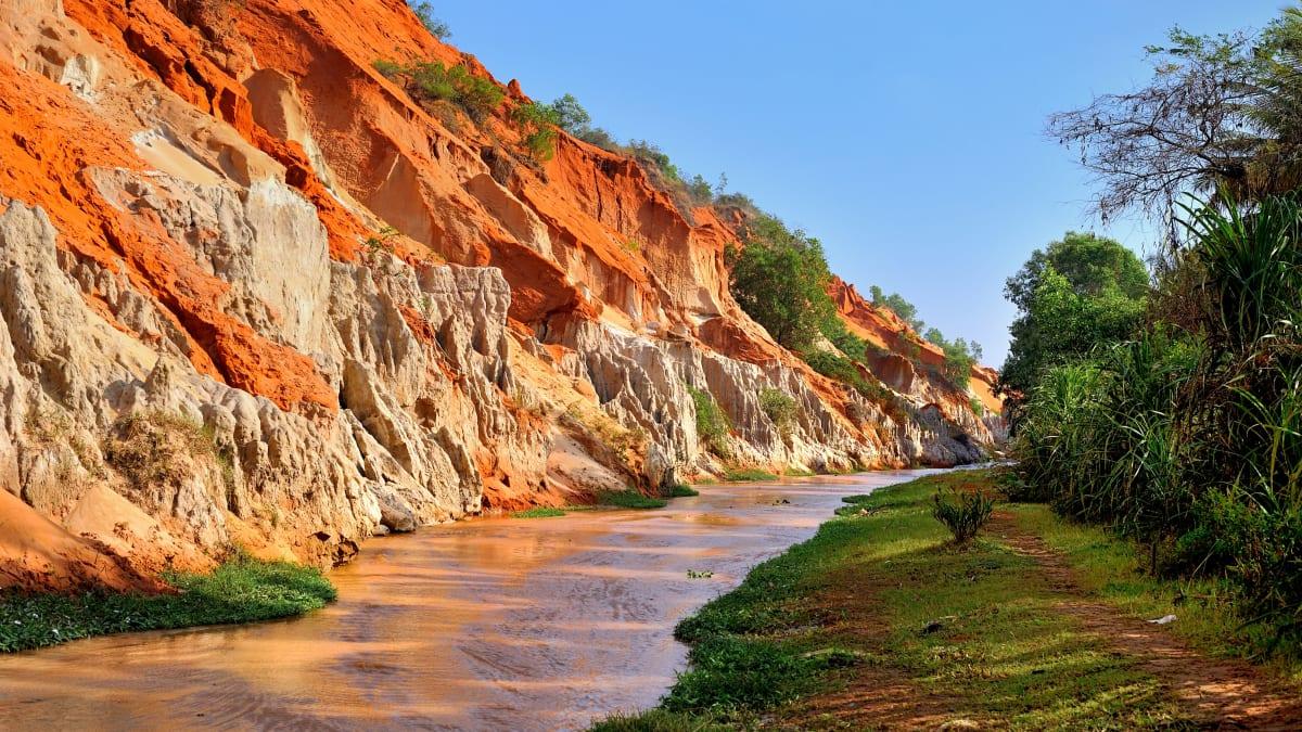 Ho Chi Minh X Cuchi Tunnel X Mui Ne (Beli 3 Percuma 1) Bersama Tripfez