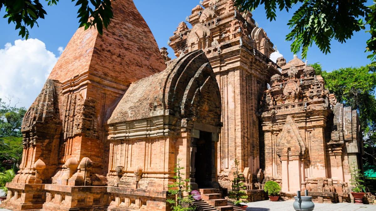 Lawatan Bandar Nha Trang X Vinpearl Land X Kolam Air Panas I-Resort (Beli 3 Percuma 1) Bersama Tripfez