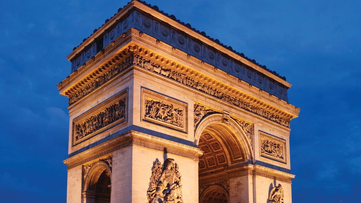 Bulan Madu Paris Bersama Tripfez