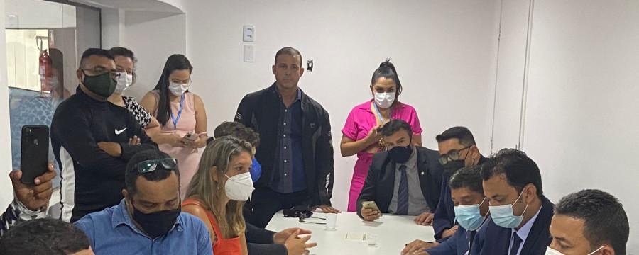 Imagem Principal - Larissa Gaspar protocola requerimento para que Prefeitura de Fortaleza suspenda autuações a motociclistas de aplicativos