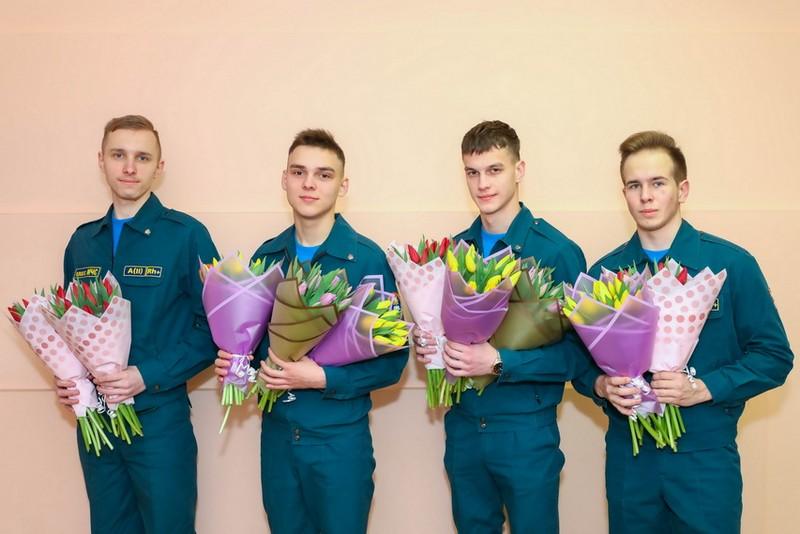 zhenskie-portrety-nabroski-na-fone-odnogo-priyoma-v-bobruiske-4