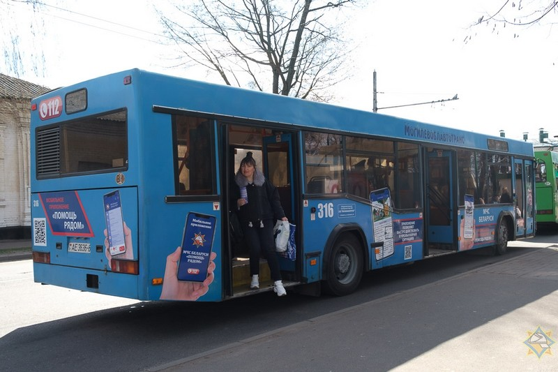 avtobus-mchs-belarusi-pomosh-ryadom-stal-kursirovat-po-ulicam-bobruiska-5