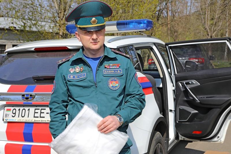 40-zashitnykh-kostyumov-proizvodstva-slavyanki-peredali-bobruiskoi-centralnoi-bolnice-sotrudniki-mchs-2