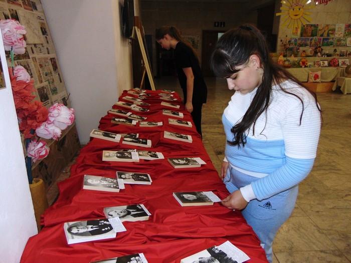 vystavka-svoi-podvig-dedy-zaveshali-vnukam-chtob-ne-zabylas-ta-voina-otkrylas-v-bobruiskom-centre-4