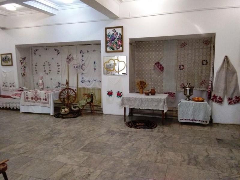 vystavka-iz-babushkinogo-sunduka-4