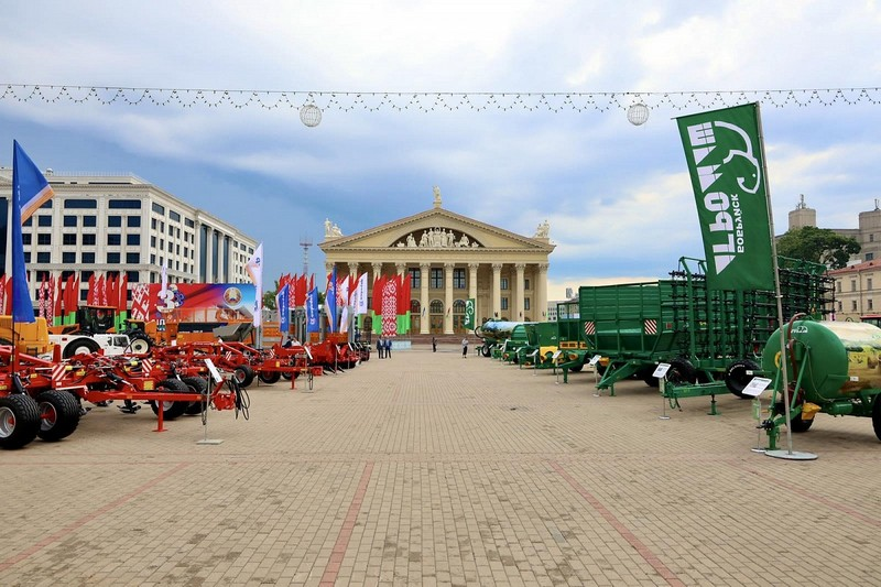 ekspoziciya-bobruiskogo-predpriyatiya-stala-ukrasheniem-stolichnoi-vystavki-sudba-gigantov-2