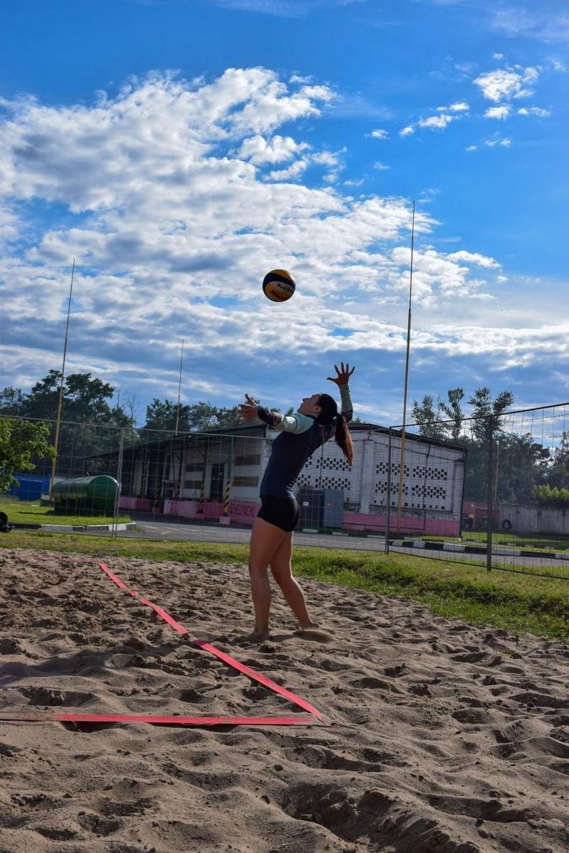molodyozh-bobruiskogo-predpriyatiya-provela-turnir-po-plyazhnomu-voleibolu-2