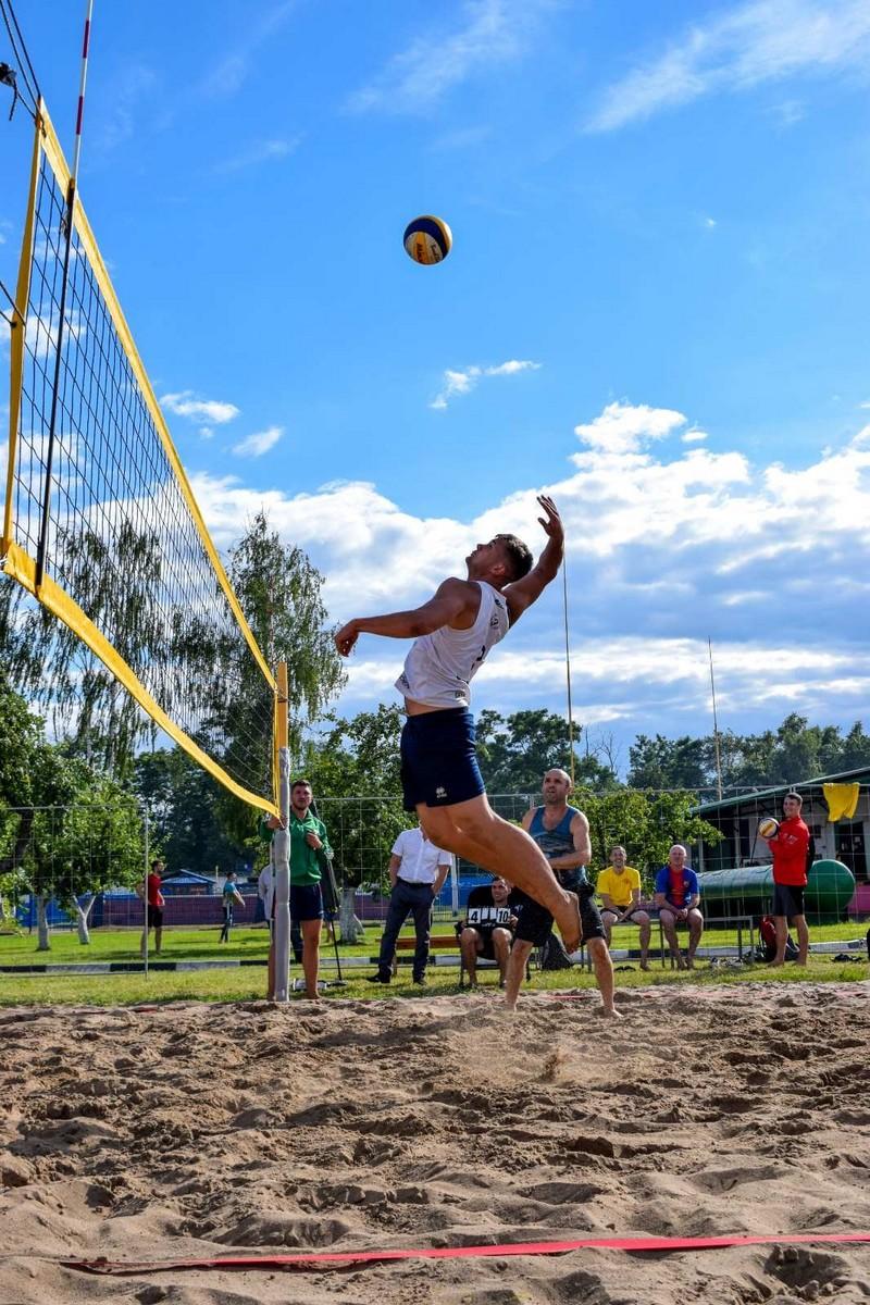 molodyozh-bobruiskogo-predpriyatiya-provela-turnir-po-plyazhnomu-voleibolu-3