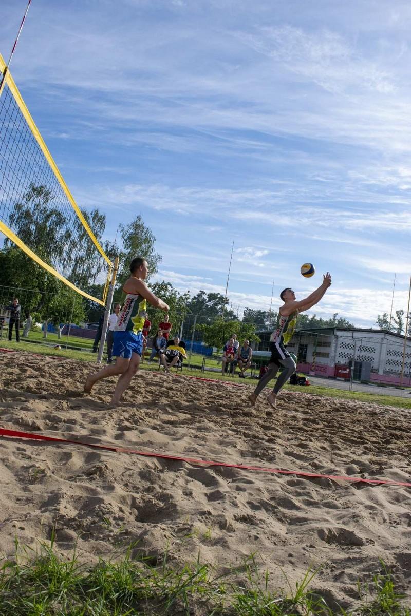 molodyozh-bobruiskogo-predpriyatiya-provela-turnir-po-plyazhnomu-voleibolu-5