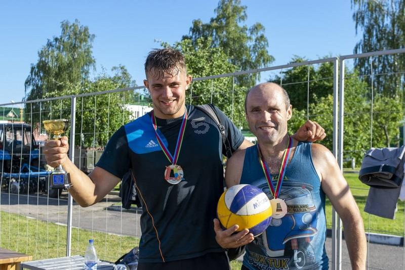 molodyozh-bobruiskogo-predpriyatiya-provela-turnir-po-plyazhnomu-voleibolu-6