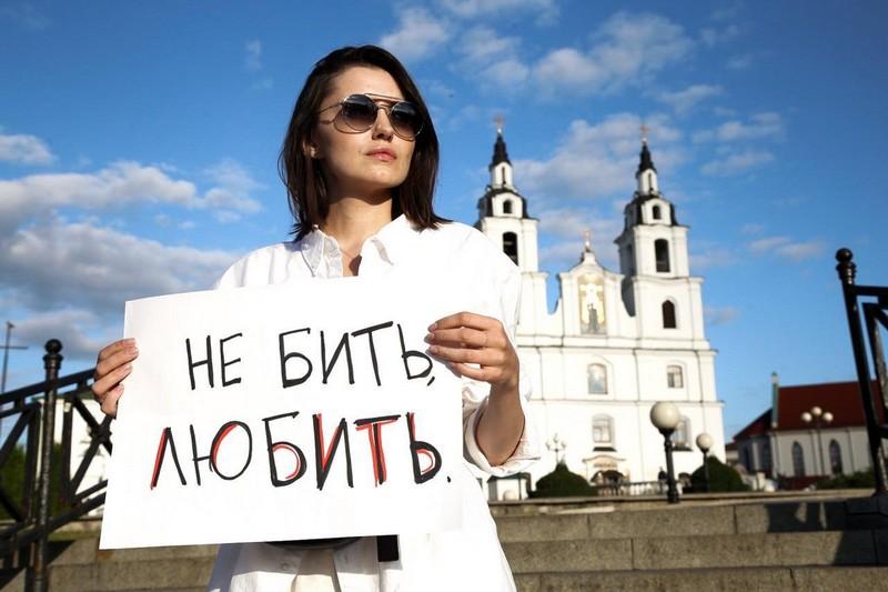 odna-iz-organizatorov-zhenskikh-protestov-v-minske-devochki-boyatsya-v-etom-mnogo-gneva-no-eshyo-bolshe-otvazhnoi-lyubvi-a-ona-silnee-4