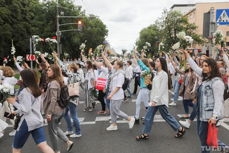 odna-iz-organizatorov-zhenskikh-protestov-v-minske-devochki-boyatsya-v-etom-mnogo-gneva-no-eshyo-bolshe-otvazhnoi-lyubvi-a-ona-silnee-6