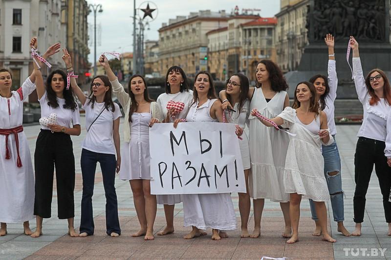 odna-iz-organizatorov-zhenskikh-protestov-v-minske-devochki-boyatsya-v-etom-mnogo-gneva-no-eshyo-bolshe-otvazhnoi-lyubvi-a-ona-silnee-7