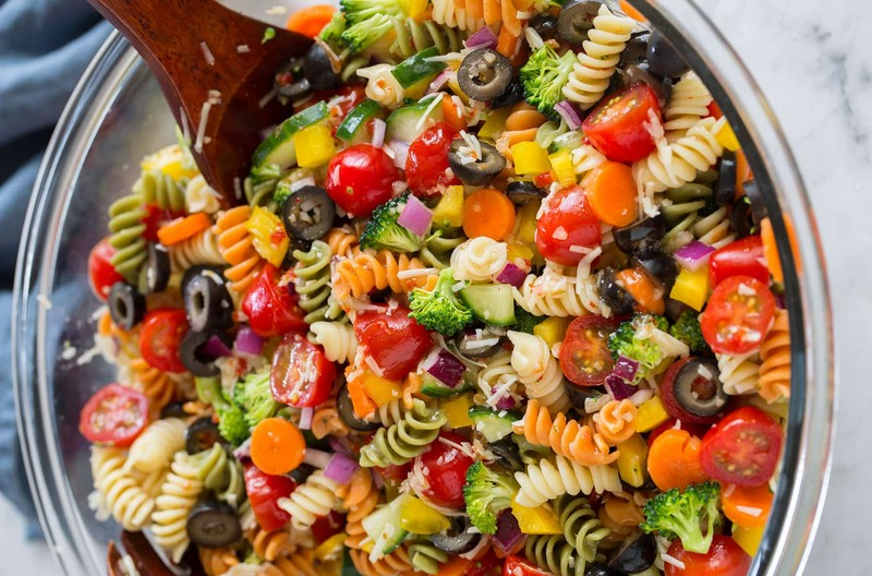 piknik-bez-shashlyka-recepty-salatov