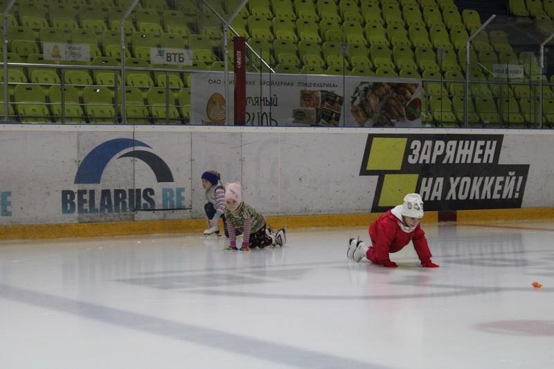 pervye-trenirovki-grupp-po-obucheniyu-figurnomu-kataniyu-proshli-v-bobruisk-arene