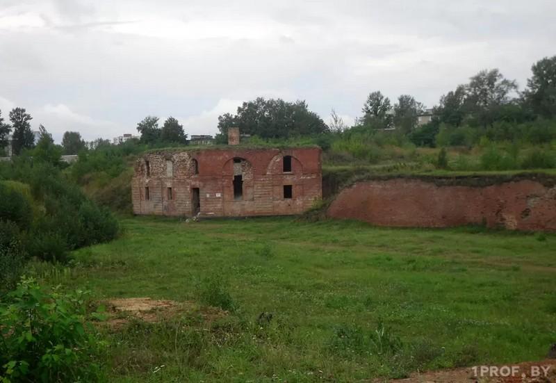 ekskursiya-po-belorusskoi-odesse-bobry-kreposti-i-bronzovye-ilichi-2