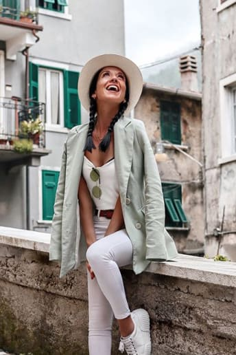Federica Xotti - Outfit Casual Viaggio Economico