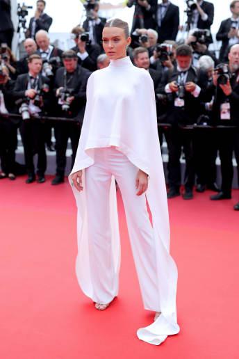 Josephine Skriver - Outfit Chic Cerimonia Lusso