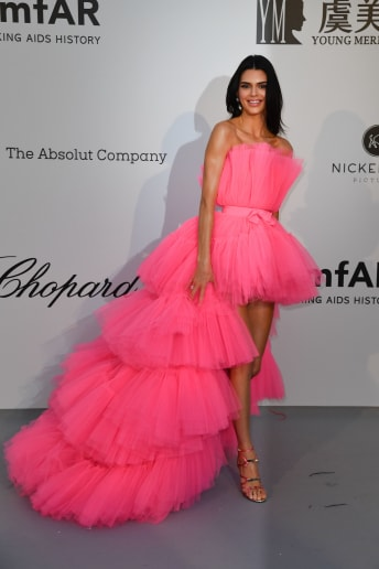Kendall Jenner - Outfit Chic Cerimonia Economico