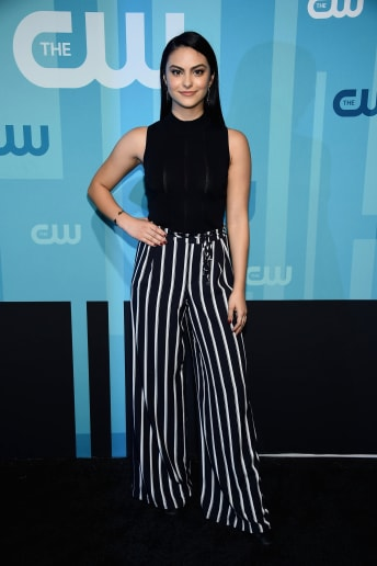 Camila Mendes - Outfit Casual Tutti i giorni Fascia Media