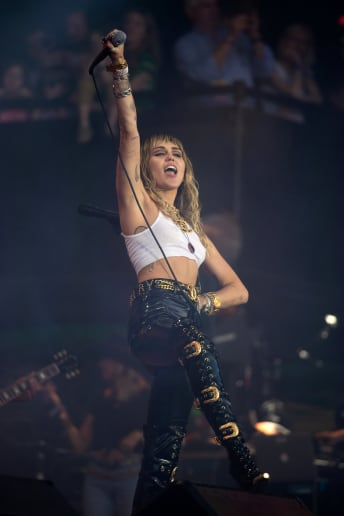 Miley Cyrus - Outfit Rock Festival Lusso