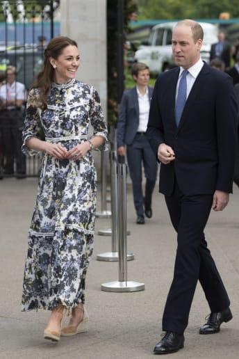 Kate Middleton - Outfit Chic Cerimonia Fascia Media