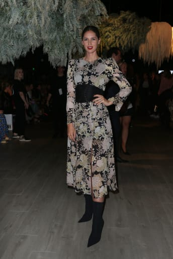 Nikki Phillips - Outfit Chic Serata speciale Fascia Media