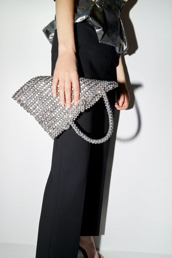 Zara Donna: gli outfit effetto paillettes e metal per l