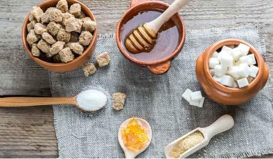 honey-jaggery-white-sugar-sweeteners_hw3921 শীতের দিনে রোগ থেকে রেহাই পেতে বাড়িতেই বানিয়ে নিন চ্যবনপ্রাশ