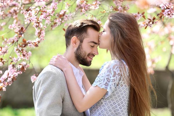 Happy-forehead-kiss-HD-picture_bomzuc চুম্বন তো সকলেই করেন … আসুন জেনে নিন চুম্বন সমন্ধিত কিছু আকর্ষনীয় তথ্য !!!